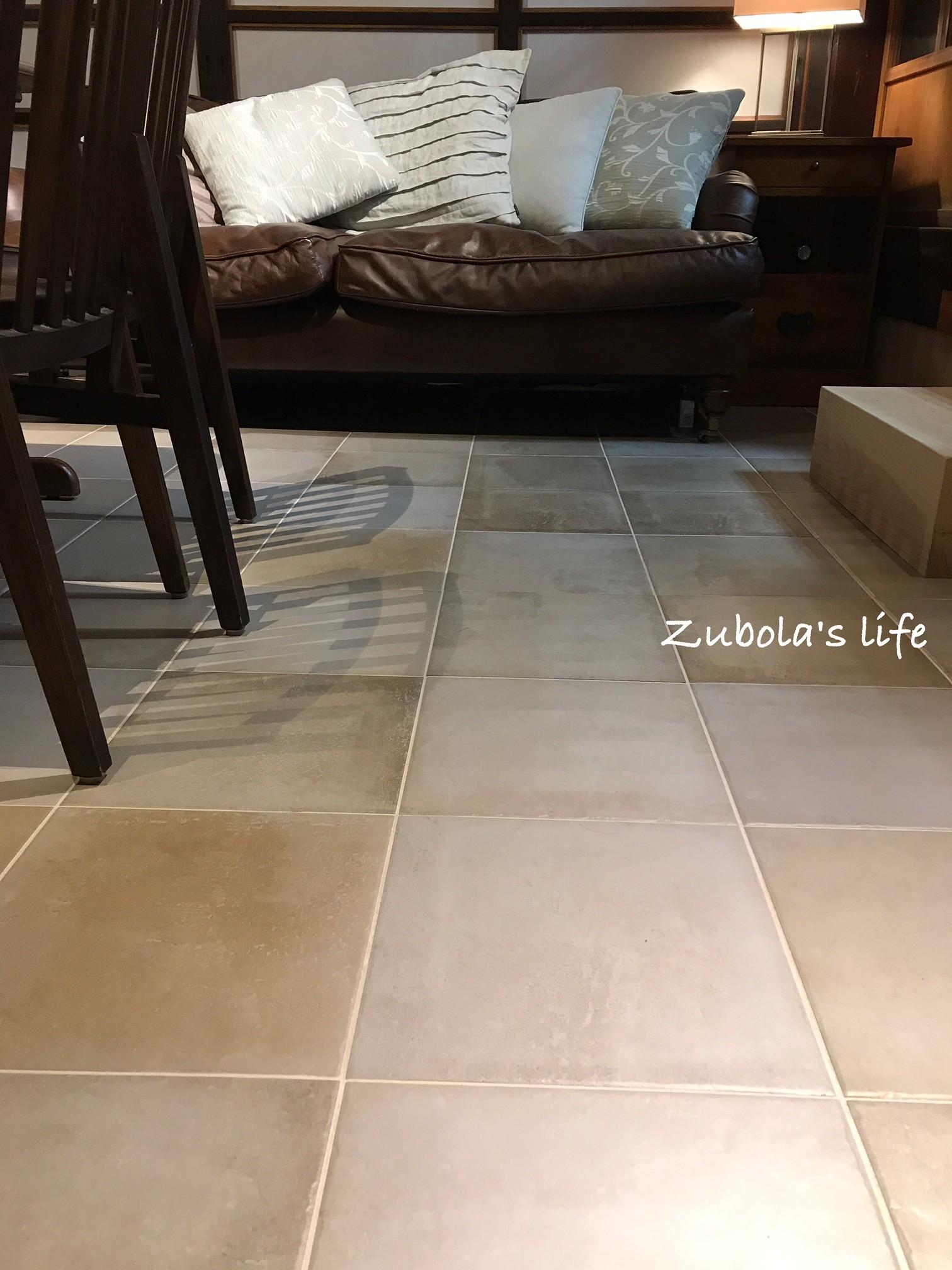 床もタイルにした理由。パッチワーク ニース 300 ¥2,980 / m2(税込)