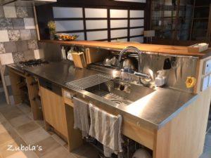 使いやすいキッチンの考察 ~ワークトップ仕上げ材編~キッチンは業務用っぽくステンレス