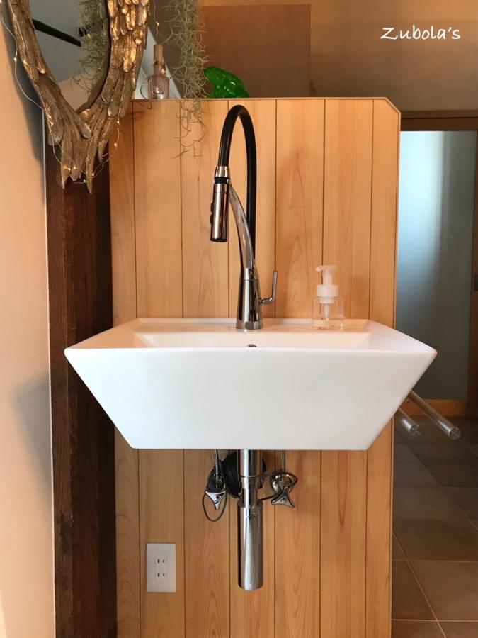 キッチン周りは水道2カ所使えると便利。ダイニングに設置した水道は大好評