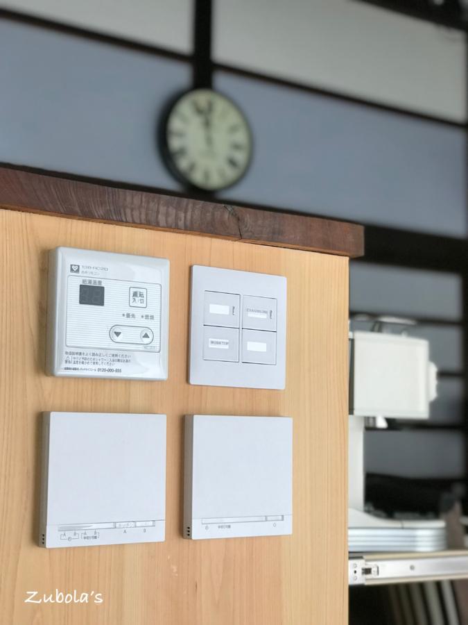 スイッチプレート:Panasonicのアドバンスと、床暖房のコントロールパネル