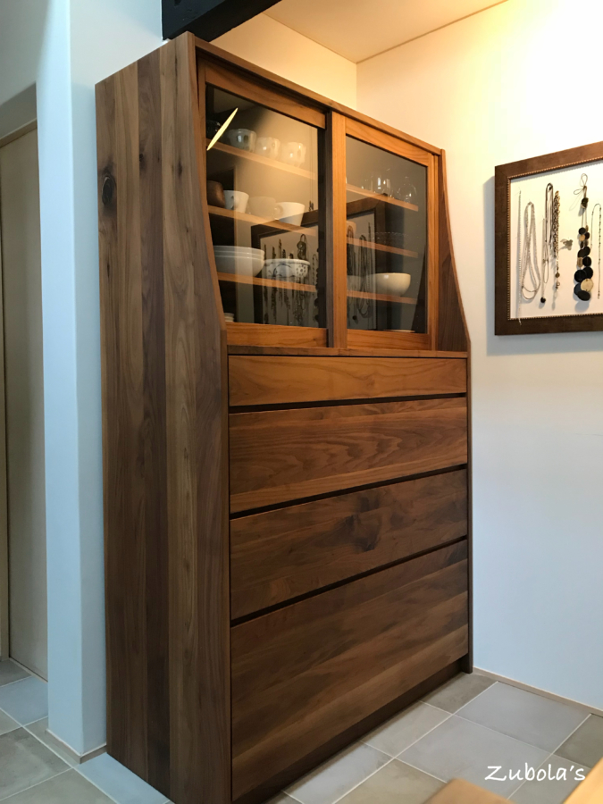 セミオーダーの食器棚(無垢のウォールナット)