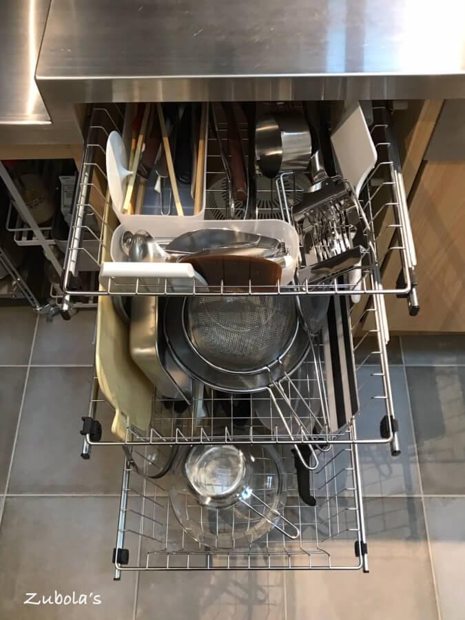 キッチンの引出しは、ステンレス ワイヤーバスケット(ATOM システムバスケット)