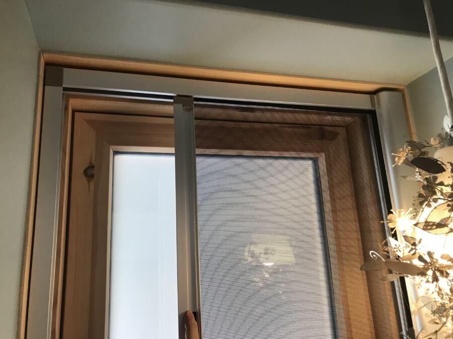 すべり出し窓とロール網戸で失敗