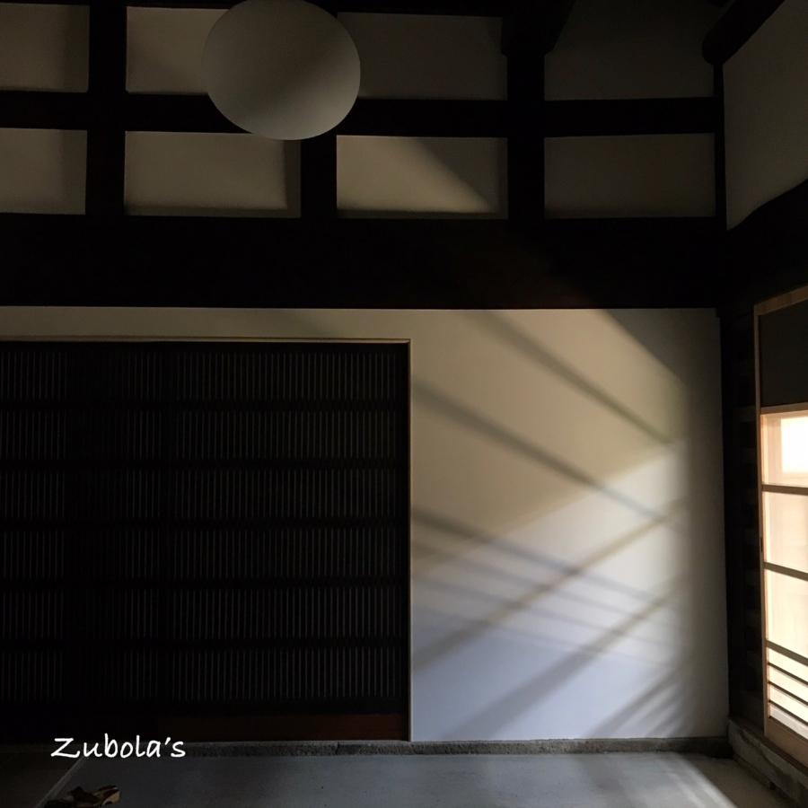 古民家の建具と影