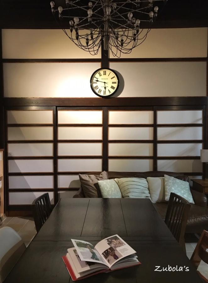 ペンダントライトを点灯せずとも、テーブルの上が明るくなる照明計画が良い