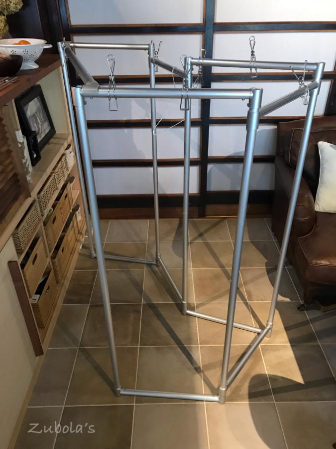 シンプルな畳める室内物干し。インテリアの邪魔にもなりにくいもの発見!新スタイリッシュアルミ物干し
