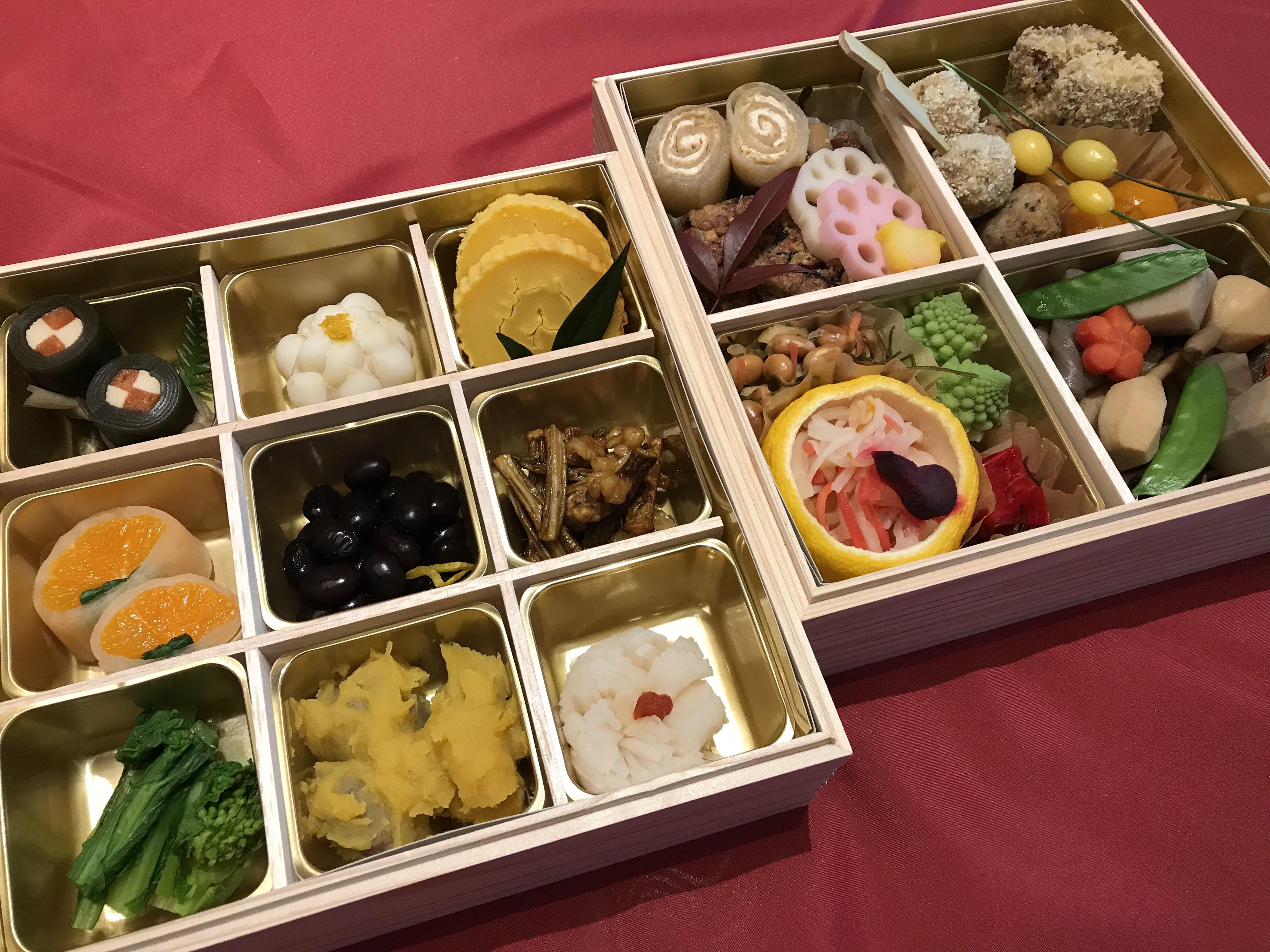 """初めて買ったお重のおせちは、""""菜食おせち""""(by休日ダイヤさん)"""