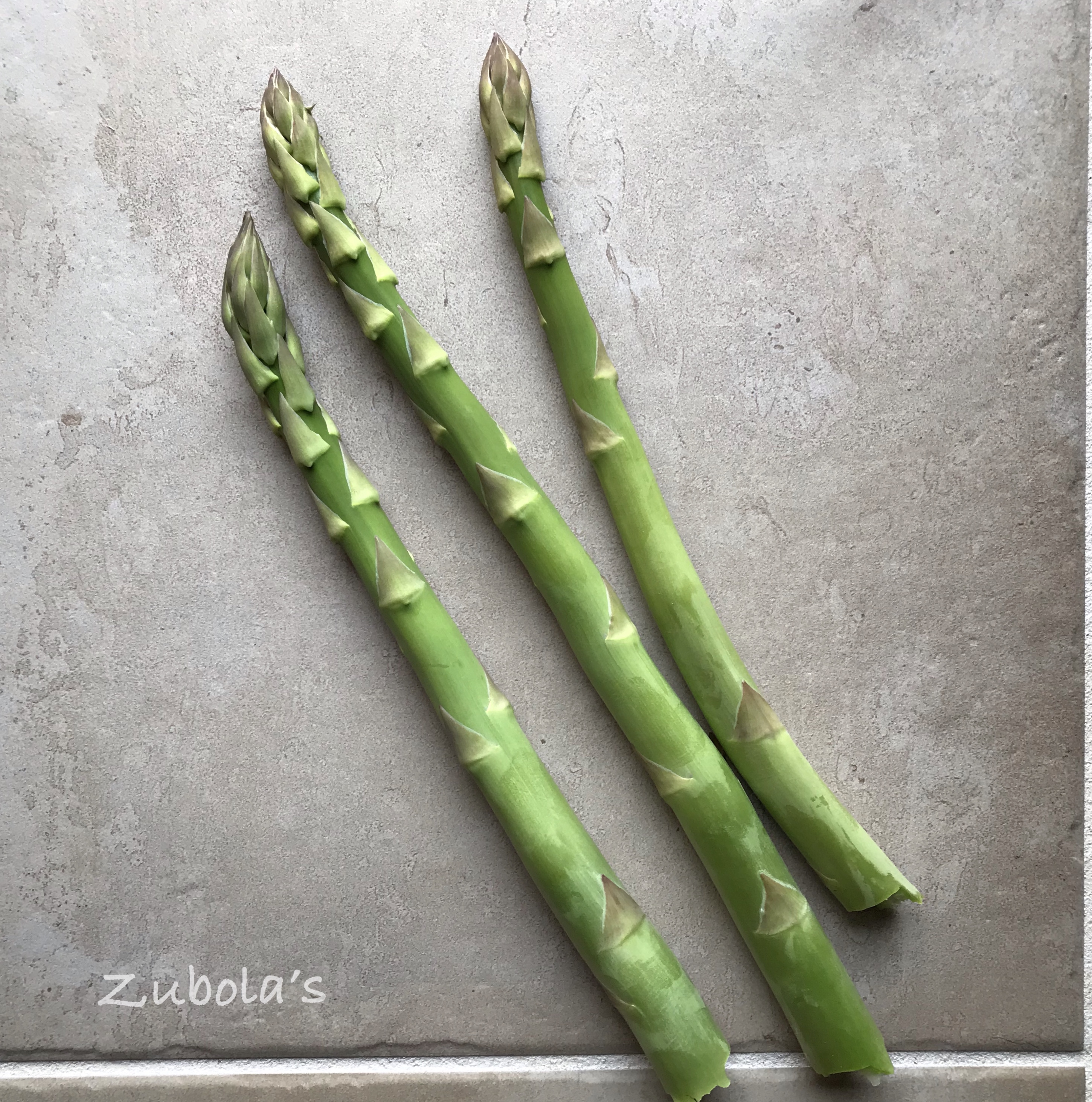 """アスパラが生えてくる季節@家の庭♪ズボラなアナタにオススメな""""毎年勝手に生えてくれる野菜"""""""