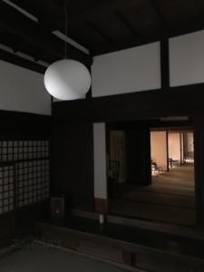 和×イタリアデザイン:古民家をクールに仕上げるFLOS GLO-BALL
